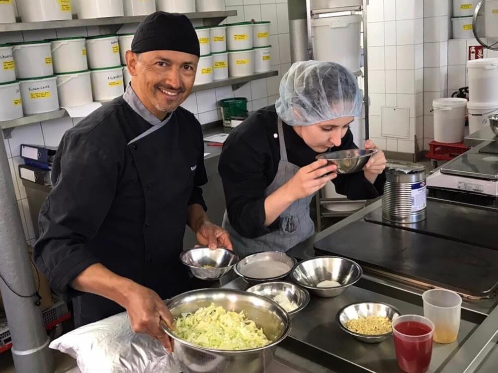Produktentwicklung bei LunchVegaz - Unsere gesunden Fertiggerichte werden von Hand zubereitet.