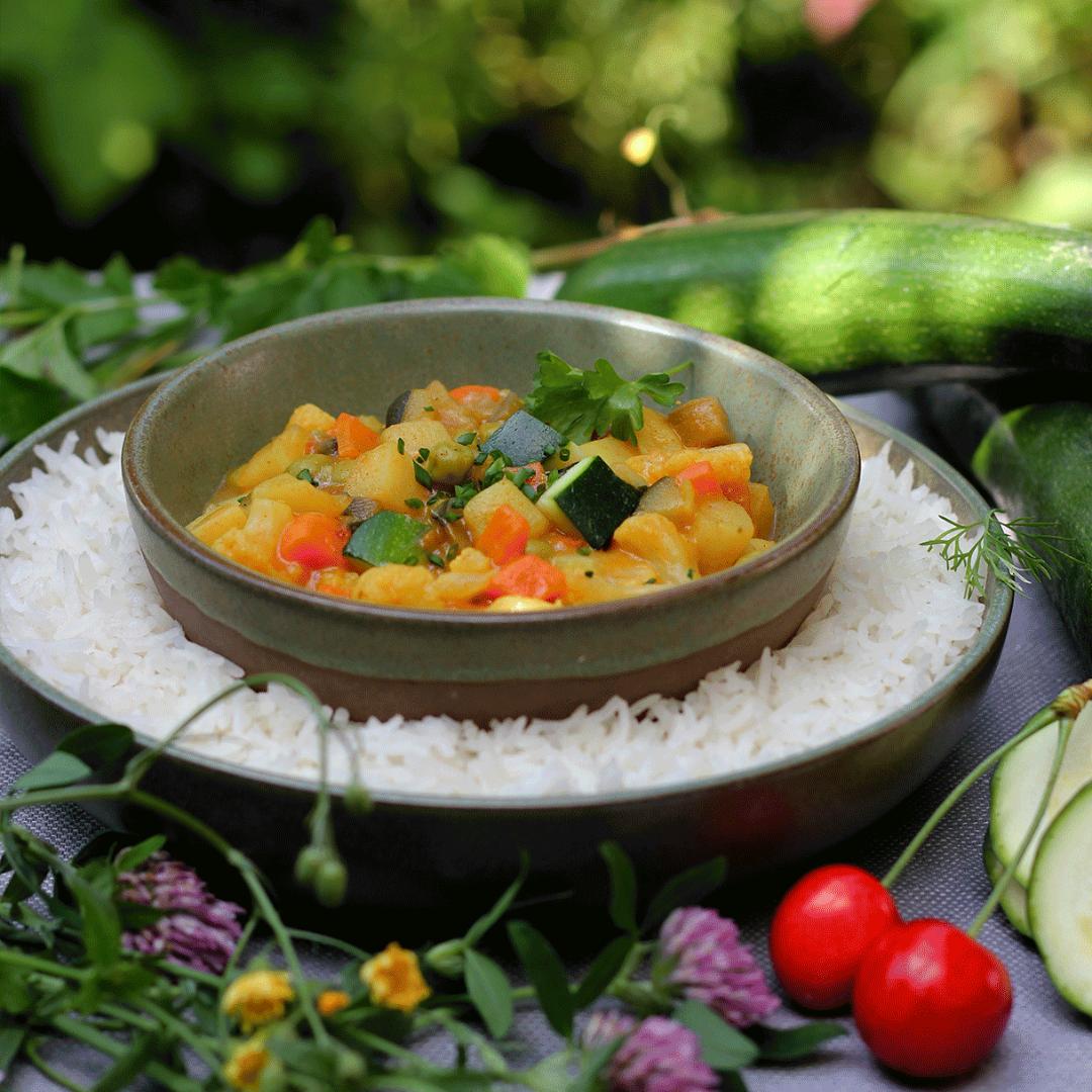 Unser leckeres Sommergericht ZucchinoRogout holt die Sonne Italiens auf deinen Teller.