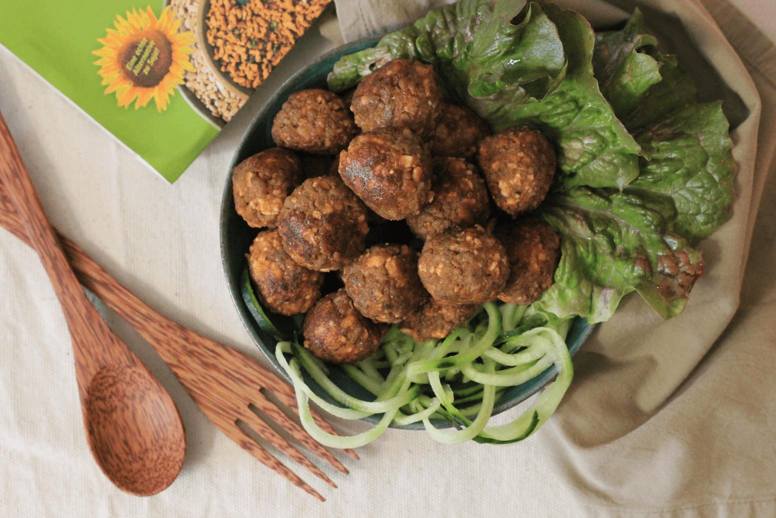 Unwiderstehlich und ganz schnell gemacht! Unser Rezept für vegane Fleischbällchen.