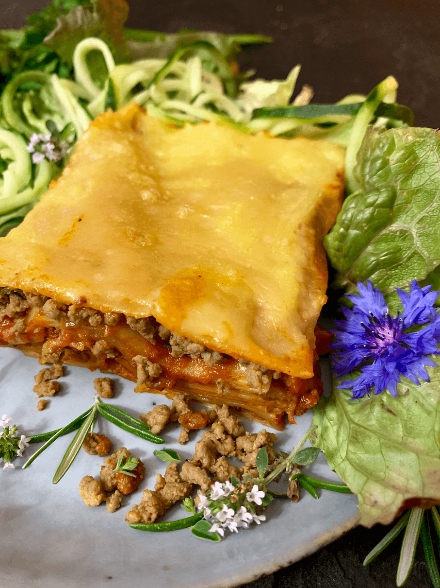 VEgane Lasagne mit Sommerblumen Hack